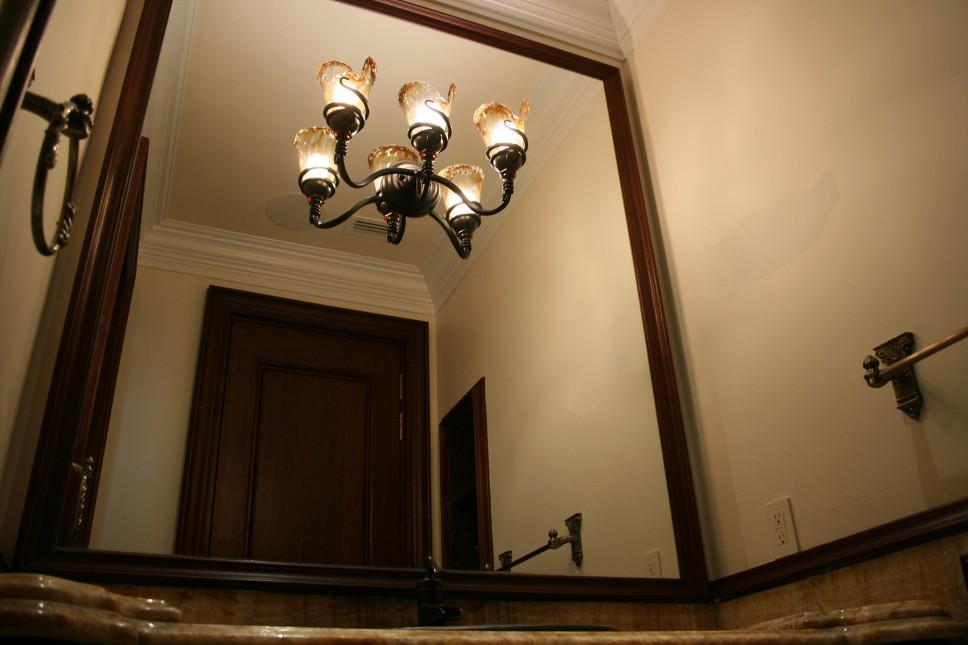 Bathroom_mirror_light_fixture