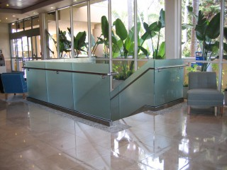 GRS staircase railing glass