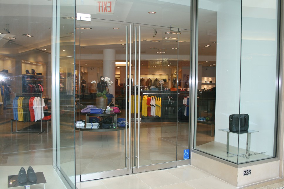 Mall storefront doors 2 allservices frameless glass company for Frameless glass doors