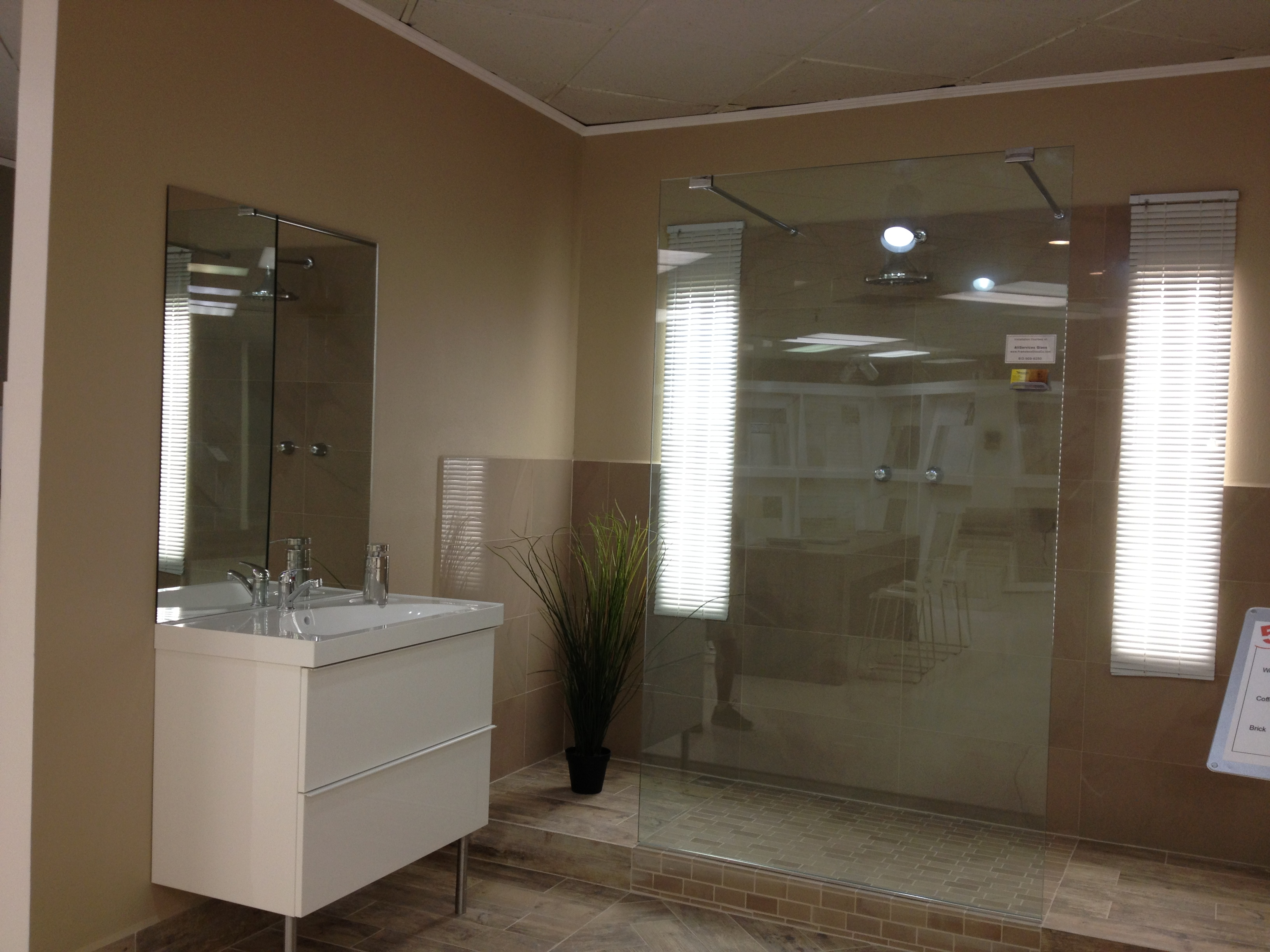 Bathroom partition with support bars allservices - Bathroom glass partition designs ...